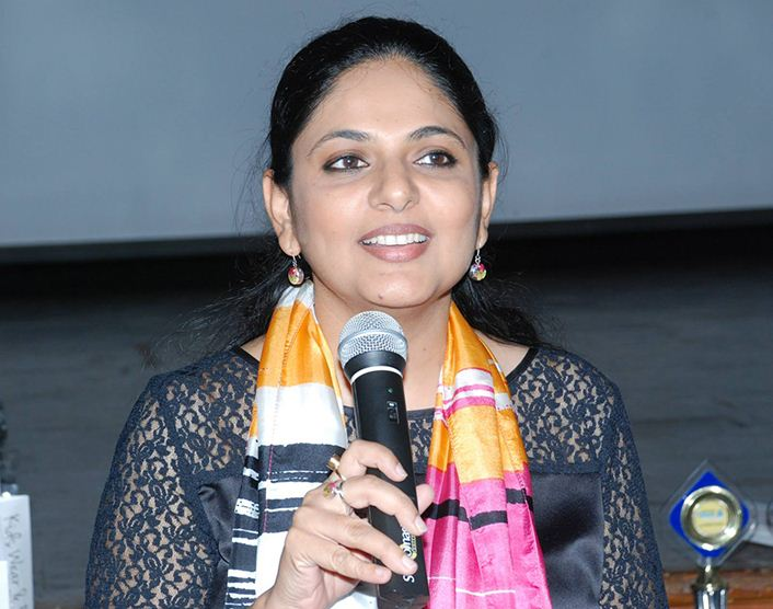 Richa Anirudh addressing the students as the Brand Ambassador of SQL