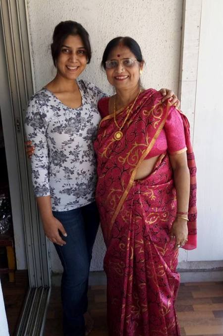 Sakshi Tanwar with her mother