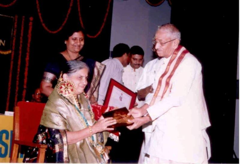 Sudha Murthy Receiving Raj Laxmi Award
