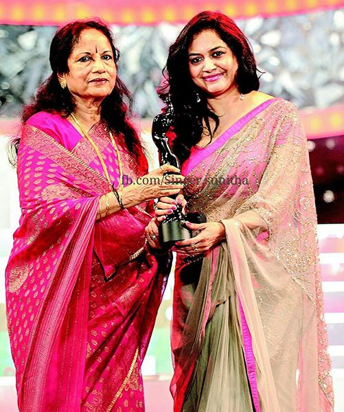 Sunitha Upadrashta Receiving her Filmfare Award