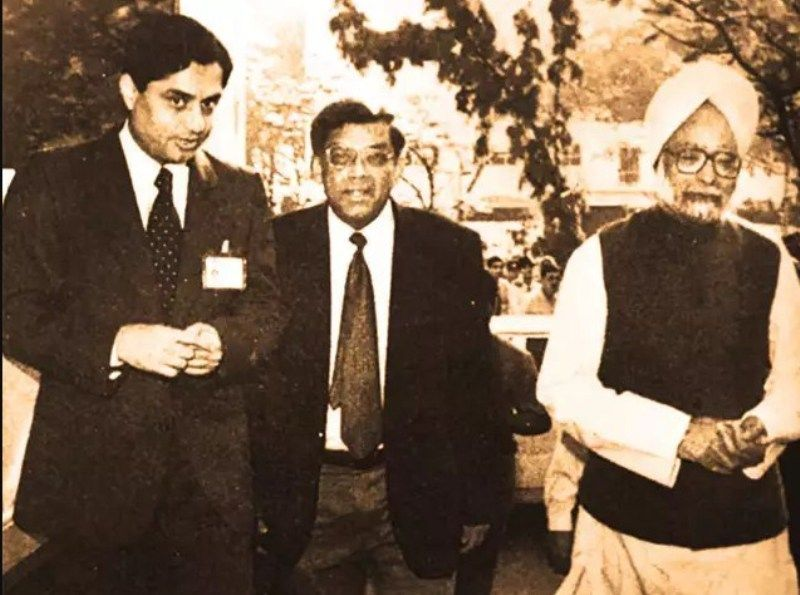 Aditya Puri with Deepak Parekh and Manmohan Singh during the inauguration of HDFC Bank