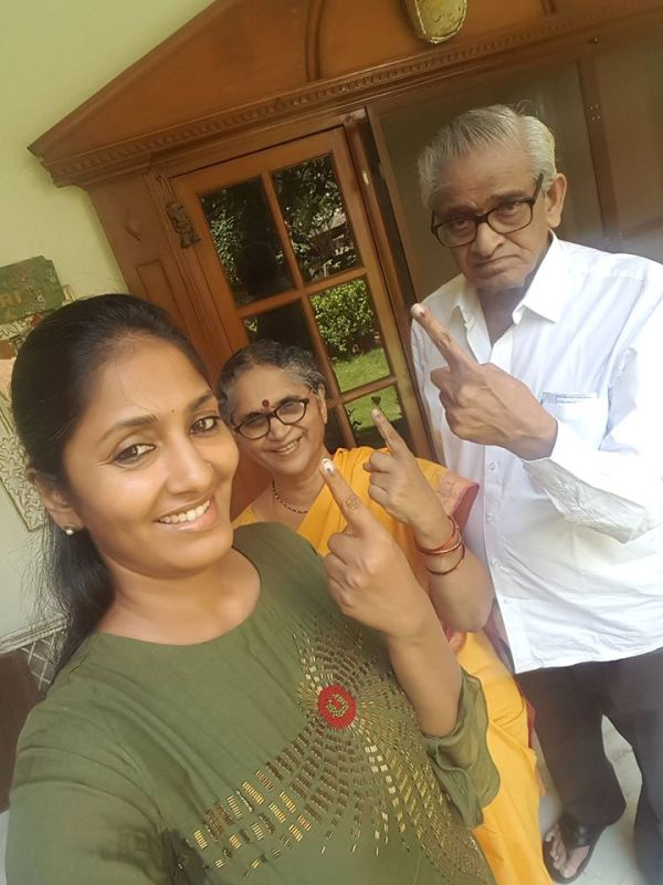 Anchor Jhansi with her Parents