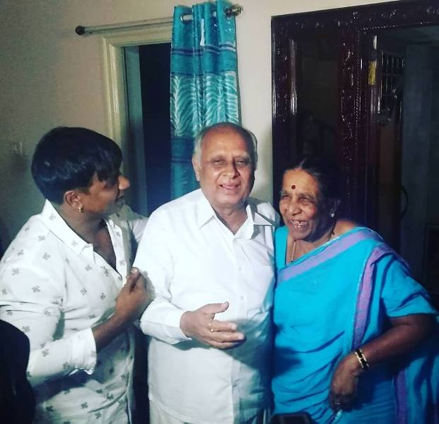 Duniya Vijay with her parents
