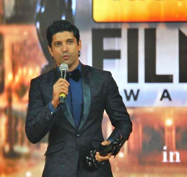 Farhan Akhtar with His Filmfare Award