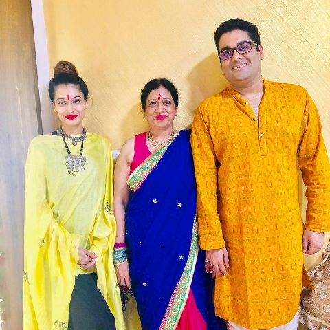 Payal Rohatgi with her mother and brother