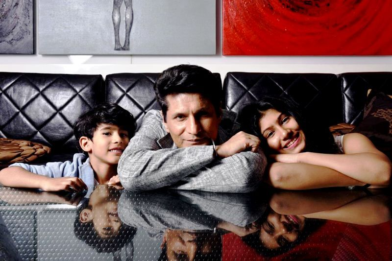 Rajiv Makhni with his daughter Amaya (right) and son Armanveer (left)
