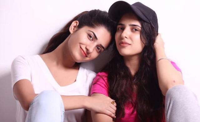 Ruhani Sharma with her sister