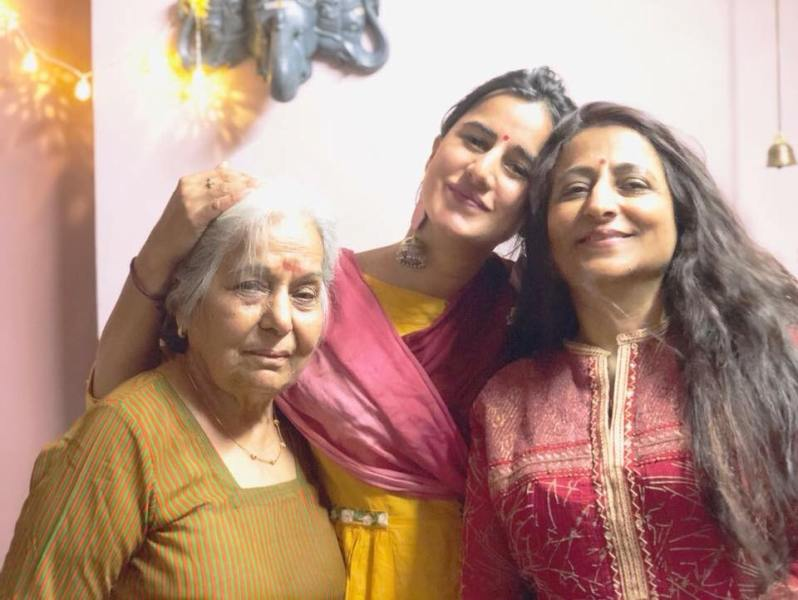 Saloni Chopra with her mother and grandmother