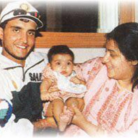 Sana Ganguly in childhood with her parents