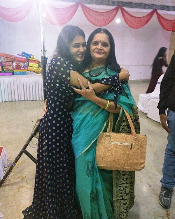 Shalini Pandey with Her Mother
