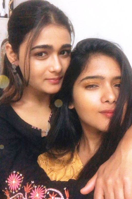 Shalini Pandey with Her Sister