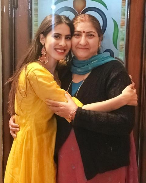Sheetal Thakur with her mother