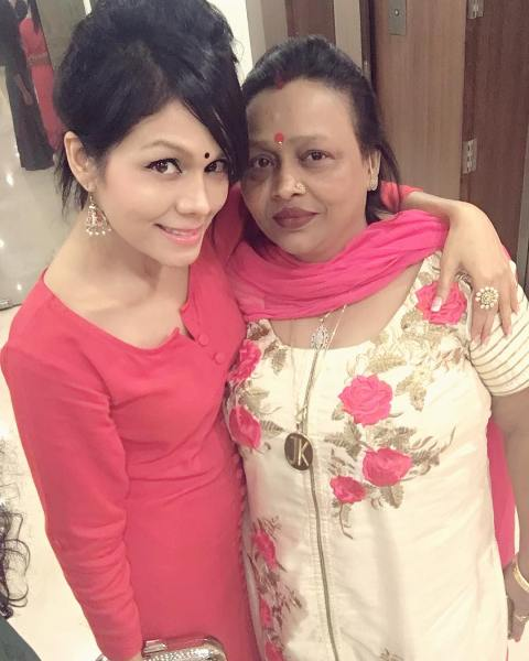 Sonu Kakkar with her mother