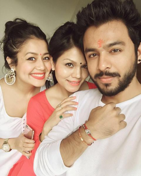 Sonu Kakkar with her siblings