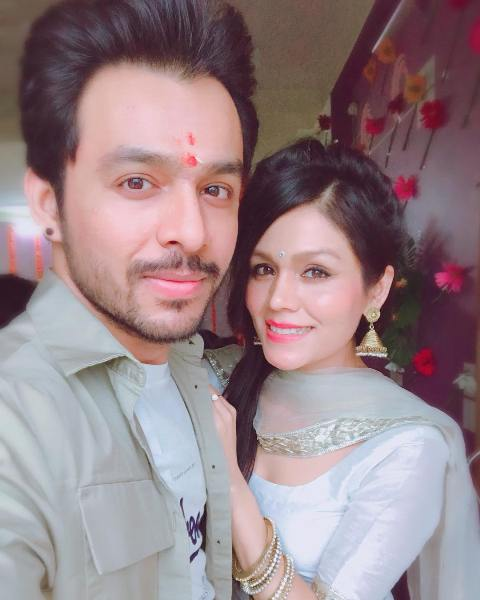 Tony Kakkar with his sister Sonu Kakkar