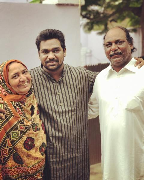Zakir Khan with his parents