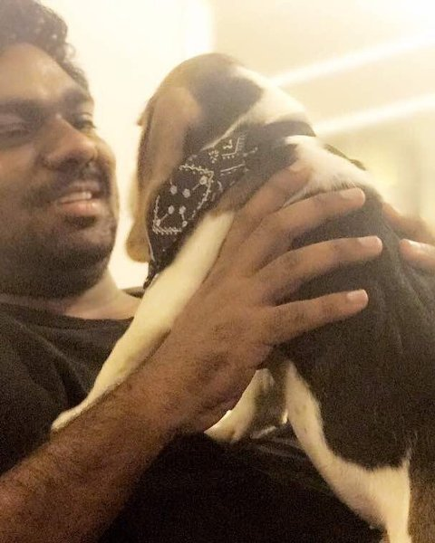Zakir Khan with his pet dog