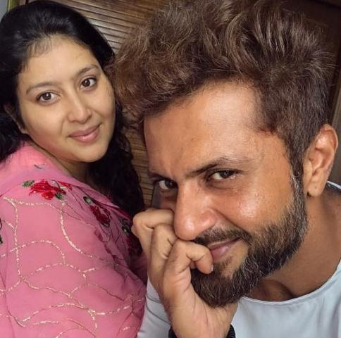Aamir Dalvi and his wife