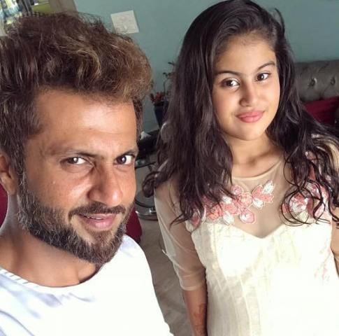 Aamir Dalvi with his daughter