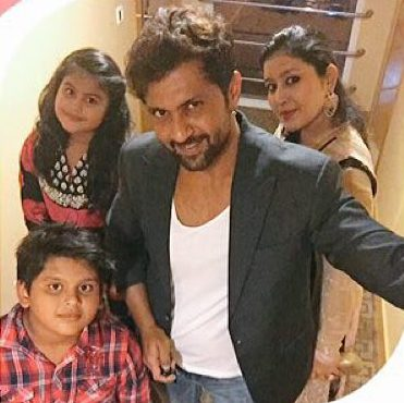 Aamir Dalvi with his wife and kids