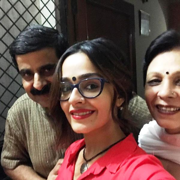 Apoorva Arora with Her Parents