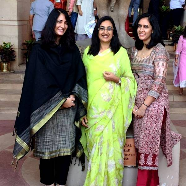 Bipin Rawat's wife (centre) and daughters