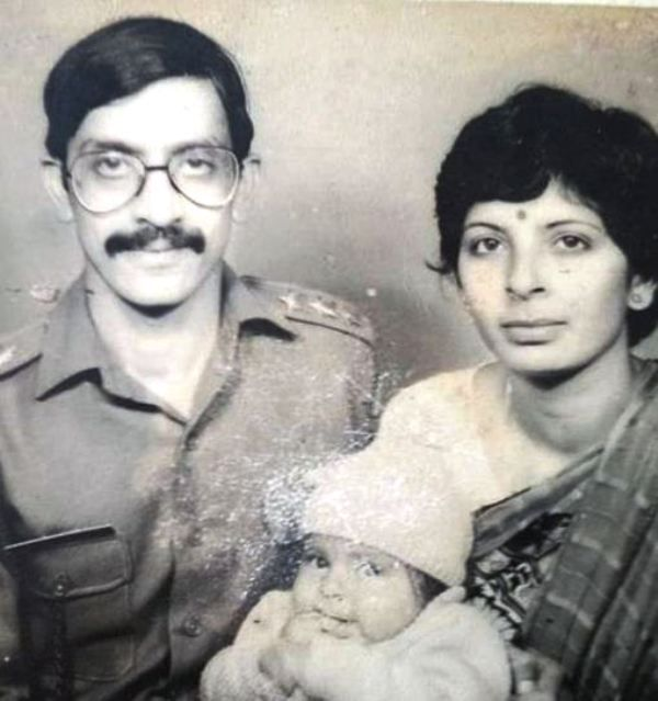 Childhood Picture of Aishwarya Sakhuja with Her Parents