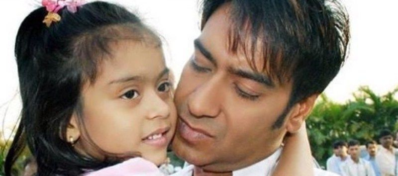 Childhood Picture of Nysa Devgan with her Father
