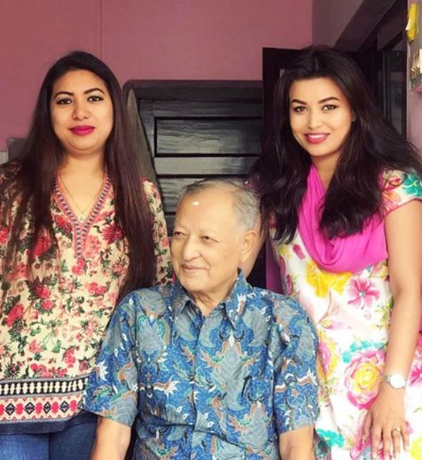 Malina Joshi with Her Father and Sister