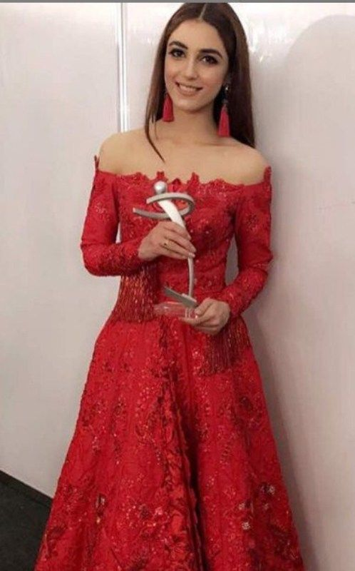 Maya Ali Posing with her Lux Style Award