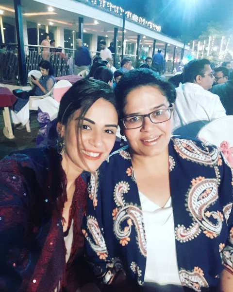 Mona Singh with her sister