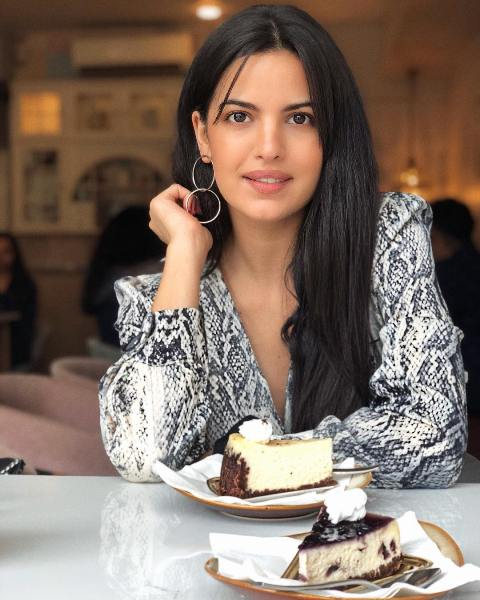 Natasa Stankovic having Cheese Cake