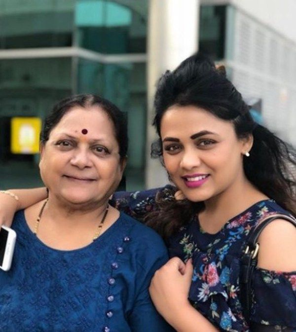 Prarthana Behere With her Mother