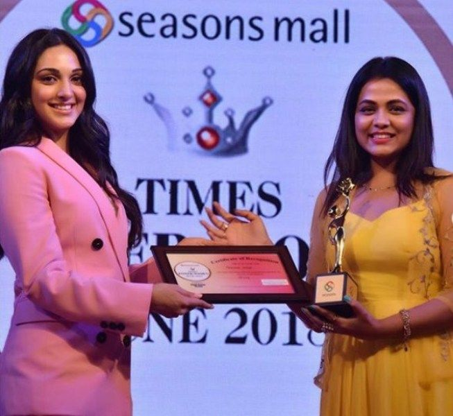 Prarthna Behere receiving her Times Power Woman Pune Award
