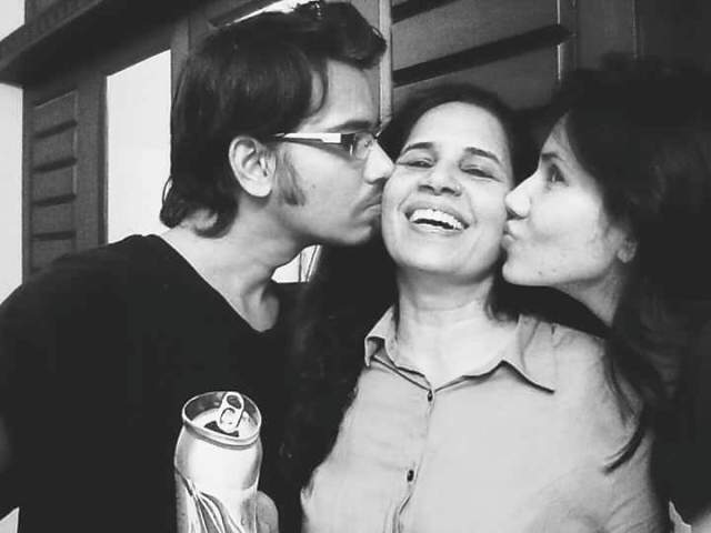 Sonnalli Seygall with Her Brother and Mother
