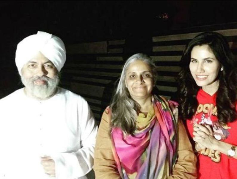 Sonnalli Seygall with the Former Nirankari Mission Head