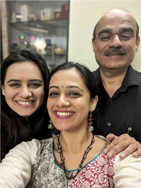 Spruha Joshi with Her Father and Sister