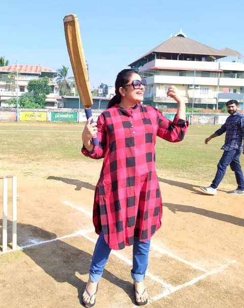 Thesni Khan playing cricket
