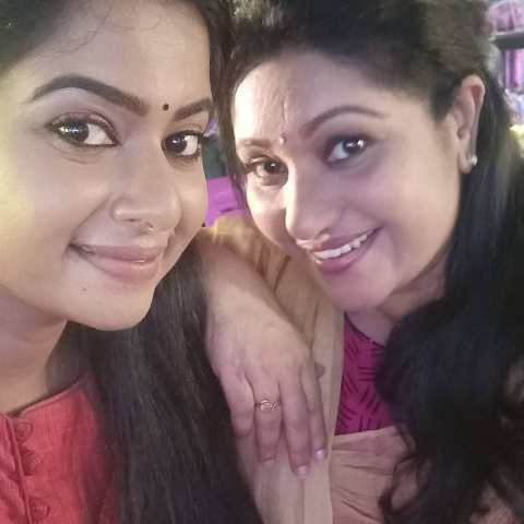 Thesni Khan with her sister