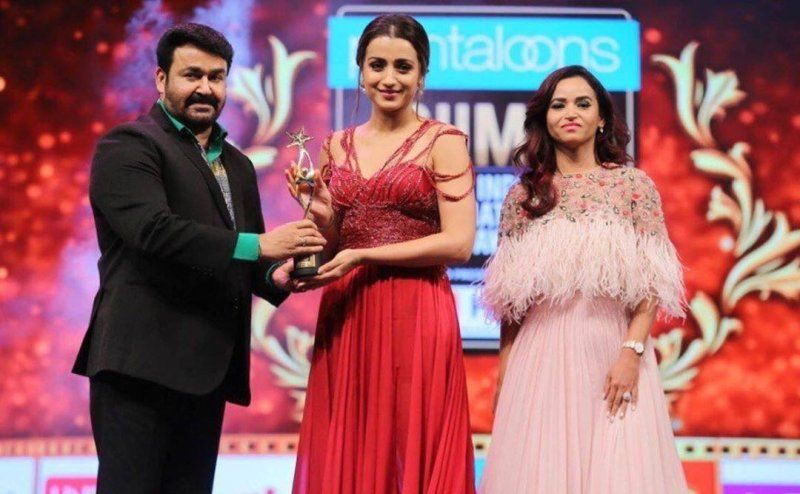 Trisha Krishnan Receiving SIIMA Award
