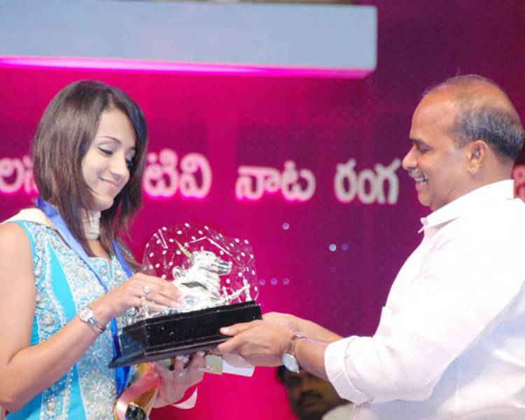 Trisha Krishnan receiving Nandi Award