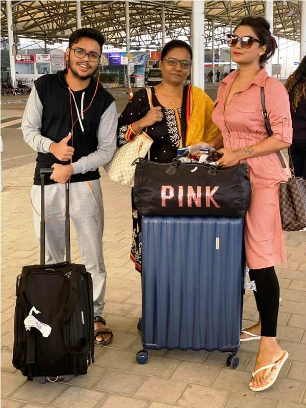 Twinkle Kapoor with Her Mother and Brother