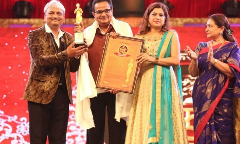 Vijay Chavan Receiving V Shantaram Lifetime Achievement Award