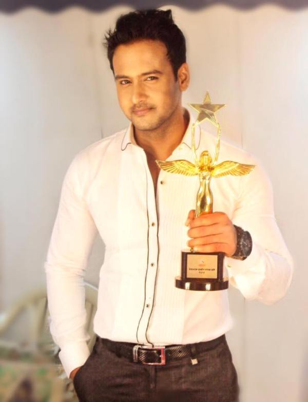 Yash Dasgupta with his Star Jalsha Award