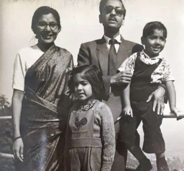 An Old Picture of Neena Gupta with Her Family