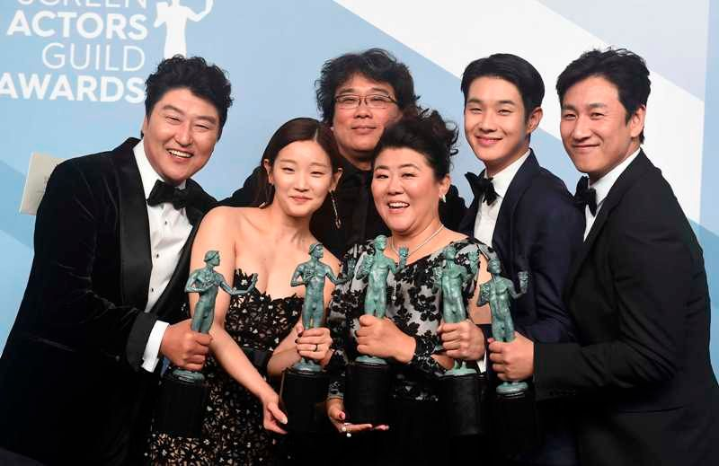 Cast of Paradise (2019) with Guild Awards