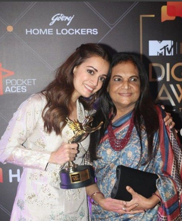 Dia Mirza and her mother with IWM Digital Awards 2019