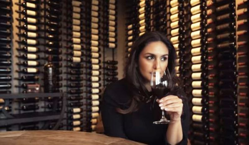 Huma Qureshi in a Restaurant