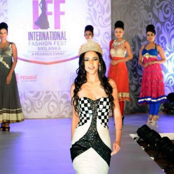 Kanikka Kapur Walking the Ramp