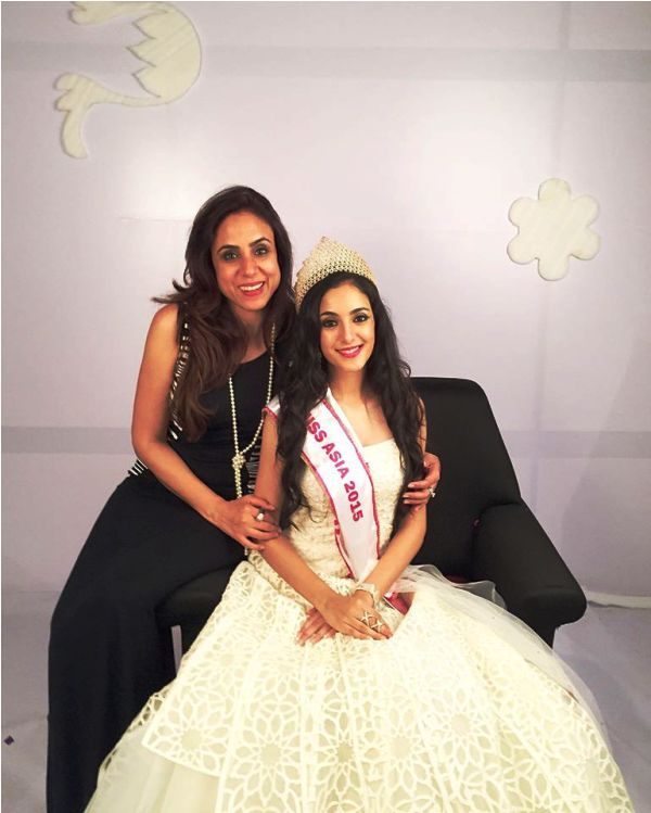 Kanikka Kapur with Her Mother